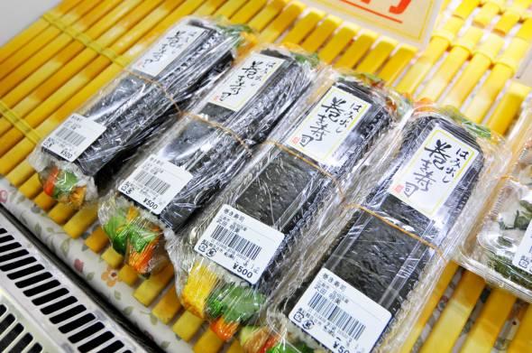 10_農彩館五日市ファーマーズマーケット_はみ出し巻寿司2